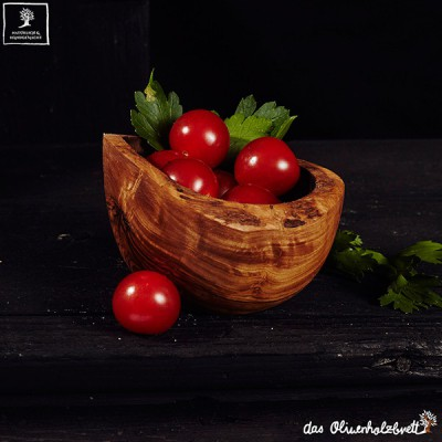 Bowl made of olive wood with natural border